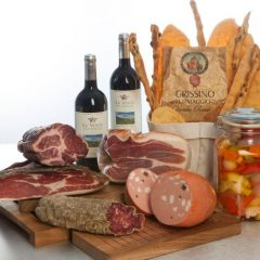 New 06 – Cutting board with charcuterie